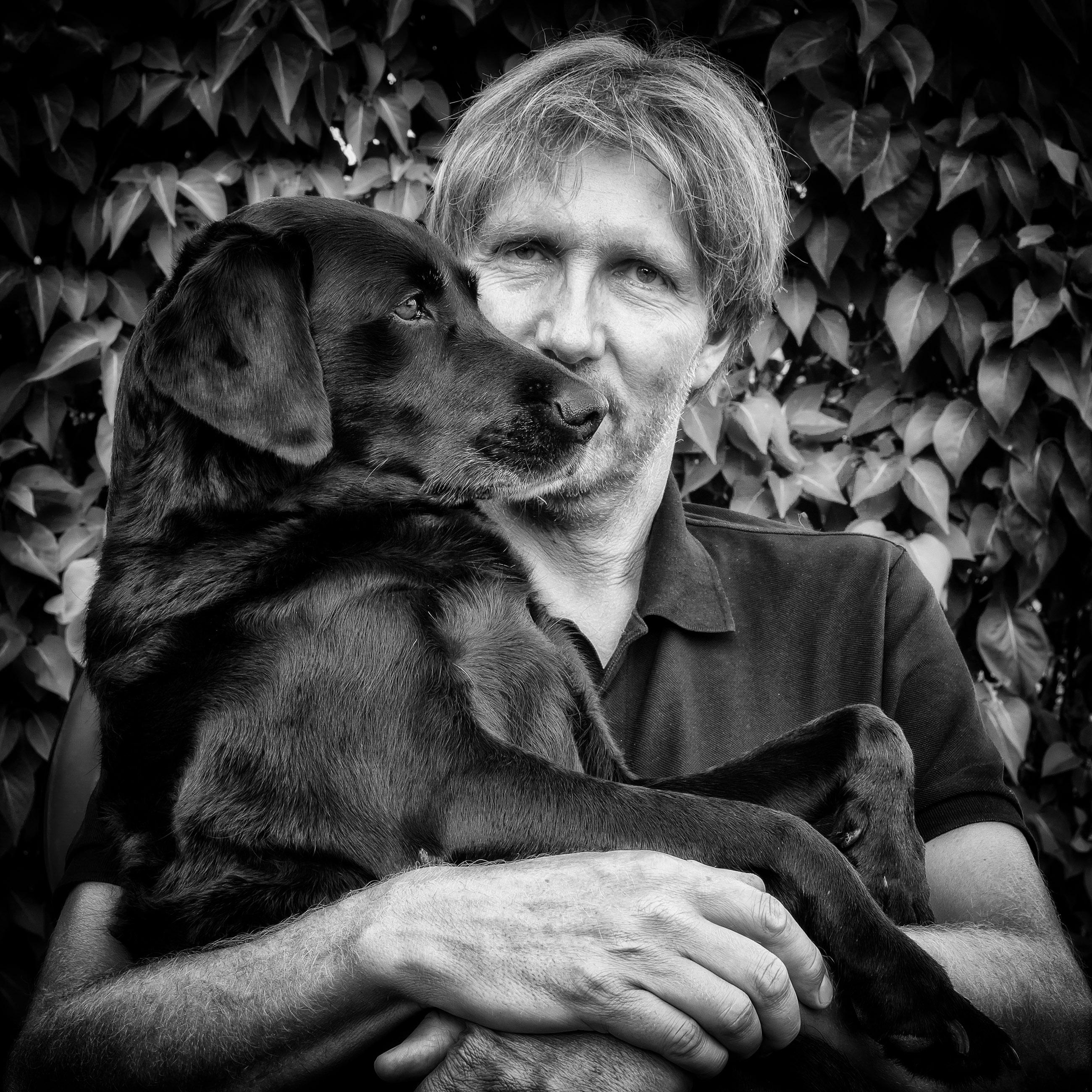 Svartvitt konvertering - Hund och ägare